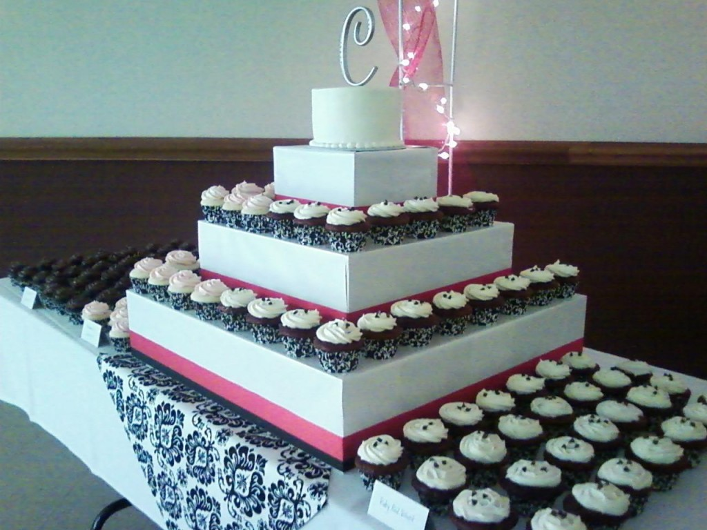 BabyCake Hartville Ohio wedding cupcakes