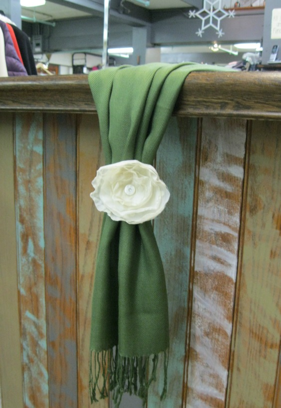 use a pashmina scarf as a table runner