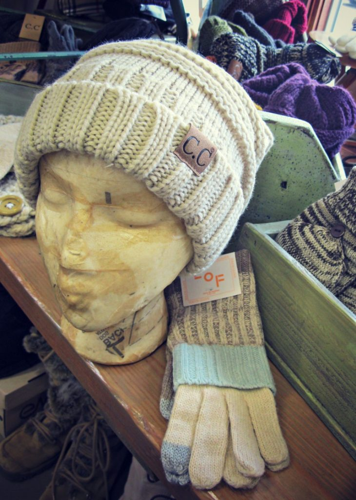 chicago-cc-slouchy-hat-and-gloves