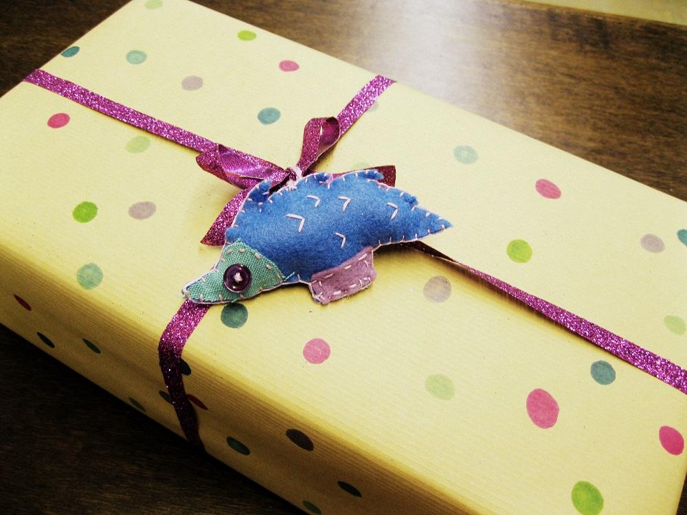 Polka Dot Craft Paper with Felt Hedgehog Ornament